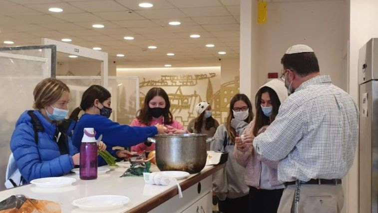 Parshat Vayera: Making Chicken Soup for class on Hilchot Shabbat